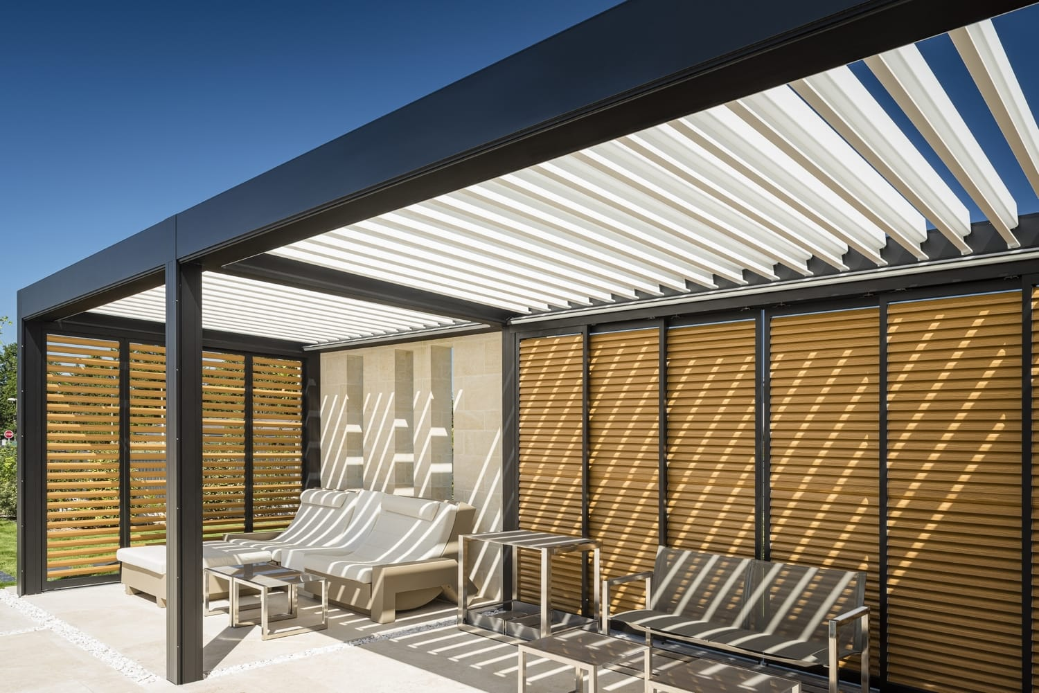 Aluminum pergola with wooden sliding panels