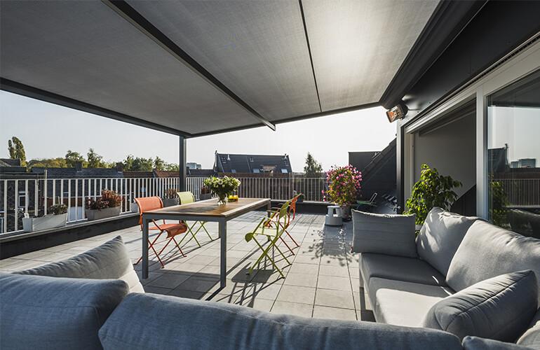 Recouvrez votre toit-terrasse avec une pergola Renson ...