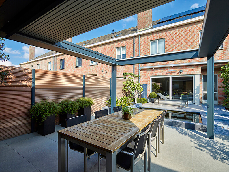 Camargue Skye: pergola with retractable louvered roof | Renson Outdoor