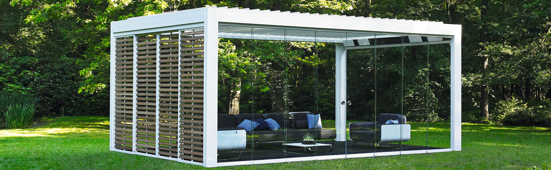 Algarve: pergola with a louvered roof | Renson Outdoor