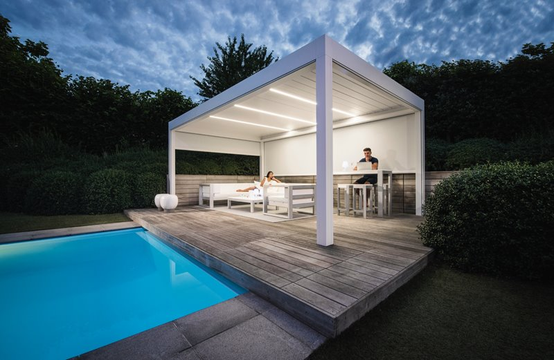 Discover the difference between a pergola and a gazebo.
